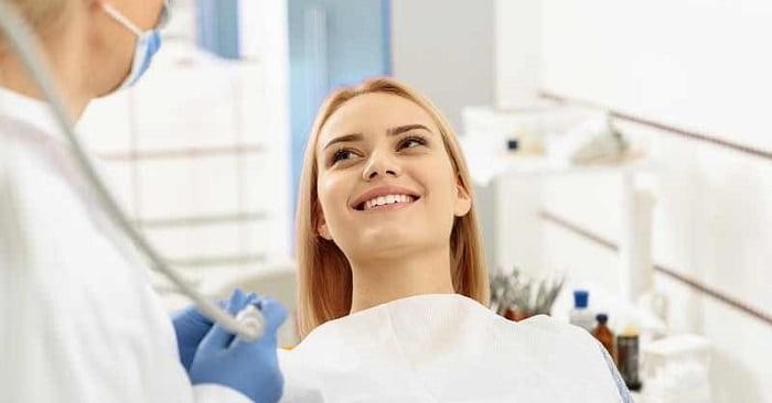 آیا افراد جوان میتوانند از مزایای ایمپلنت دندانی بهره مند شوند؟