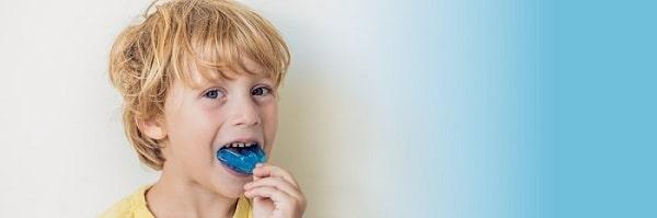 از محافظ دهانی استفاده کنید برای درمان حساسیت دندان به سرما و گرما