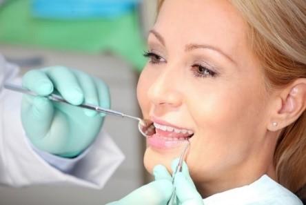 صاف کردن و رفع کجی دندانها مقایسه لمینت با ارتودنسی